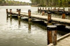 Идя пристань над спокойными водами Стоковое фото RF