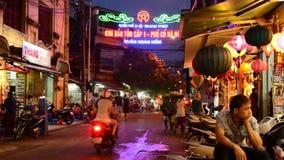 Идя уличный рынок на ноче в Ханое - Ханое Вьетнаме акции видеоматериалы