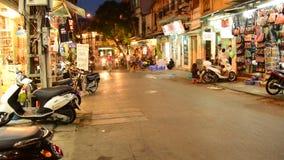 Идя уличный рынок на ноче в Ханое - Ханое Вьетнаме сток-видео
