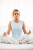 Йога в утре Стоковая Фотография RF