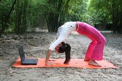 йога девушки Стоковая Фотография RF