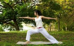 йога женщины стоковое изображение