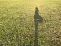 Йога захода солнца берега реки Стоковая Фотография RF