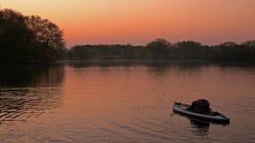Йога МАЛЕНЬКОГО ГЛОТКА восхода солнца стоковые фотографии rf