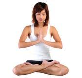 Йога молодой азиатской женщины практикуя Стоковое Изображение