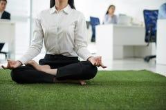 Йога офиса Стоковая Фотография RF