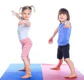 Йога практики детей Стоковые Изображения RF