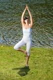 йога природы практикуя Стоковые Изображения RF