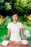 Йога снаружи Стоковая Фотография RF