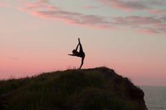 Йога утра молодой женщины Стоковое Изображение RF