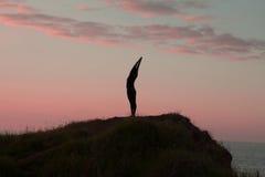Йога утра молодой женщины Стоковое фото RF
