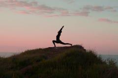 Йога утра молодой женщины Стоковые Фотографии RF