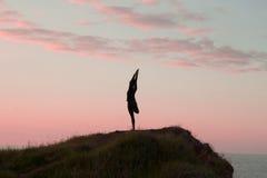 Йога утра молодой женщины Стоковая Фотография RF