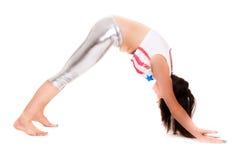 Йога pilatos девушки изолированная на белой тренировке спортзала предпосылки Стоковые Изображения