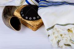 Йом-Кипур, Новый Год, Shemini Atzeret Shmini Atzeret и Simchat Torah Rosh Hashanah Hashana концепция еврейского праздника с шофар стоковые фото