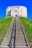 Йорк, Англия, Великобритания: Clifford& x27; башня s, укрепленный комплекс состоя из замков, тюрем, судов стоковые фото