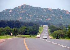 Йоханнесбург, Южная Африка - 12-ое декабря 2008: дорога с движениями Стоковые Фотографии RF