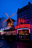 Кабаре румян Moulin в Париже стоковые фотографии rf