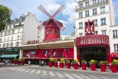 Кабаре румян Moulin в Париж стоковая фотография rf
