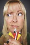 кабели смутили электронную женщину удерживания Стоковое фото RF