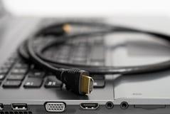 Кабель HDMI на конце компьютера вверх по съемке стоковая фотография