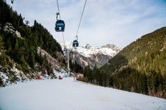 Кабел-кран в горах Альпов Австрия, Ischgl Стоковая Фотография