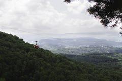 Кабел-кран в горах стоковое изображение rf