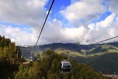 Кабел-кран в лыжном курорте Roza Khutor Стоковая Фотография