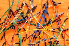Кабели на деревянном поле Стоковое Изображение RF