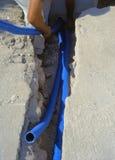 Кабели оптического волокна похороненные в микро- канаве Стоковые Фото