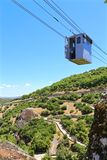 Кабел-кран к монастырю Meteora стоковое изображение