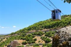 Кабел-кран к монастырю Meteora стоковые фото