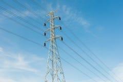 Кабель линии электропередач eletricity высоты Стоковые Изображения RF