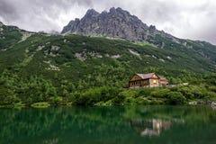 Кабина в горах Стоковое Фото