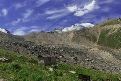 Кабина в горах Стоковая Фотография RF