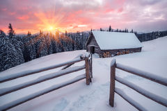 Кабина в снежной горе Стоковое Изображение RF