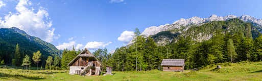 Кабина горы в европейце Альпах, kot Robanov, Словении стоковые изображения