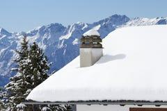 Кабина горы погруженная в воду снегом Стоковое Фото