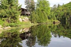 Кабина на озере Стоковая Фотография RF