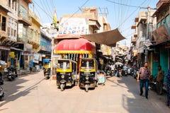 Кабина рикши на улицах Джодхпур стоковое изображение