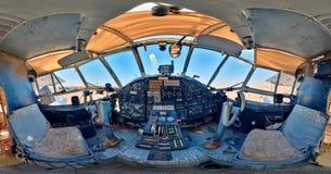 Кабина старого самолета инструменты панели управления машины цифрового входного сигнала прибора контрольных данных Стоковая Фотография