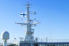 Кабина туристического судна белая с большими окнами Крыло идущего моста вкладыша круиза Белое туристическое судно на голубом небе Стоковые Изображения
