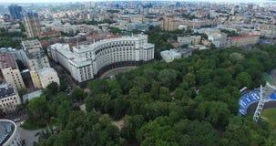Кабинет министров, парк Mariinsky и визирования стадиона динамомашины Kyiv в Украине видеоматериал