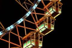 Кабины на колесе ferris на ноче Стоковые Фотографии RF