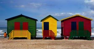 кабины пляжа цветастые стоковые фотографии rf