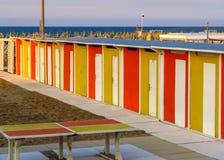 Кабины Римини - желтые и красные пляжа Стоковые Фото