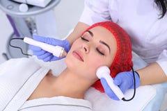 Кавитация против старения, поднимаясь процедура ультразвука стоковое изображение rf