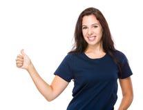 Кавказская женщина с большим пальцем руки вверх Стоковая Фотография RF