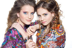 кавказские девушки 2 детеныша Стоковое Изображение RF