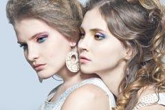 кавказские девушки 2 детеныша Стоковая Фотография